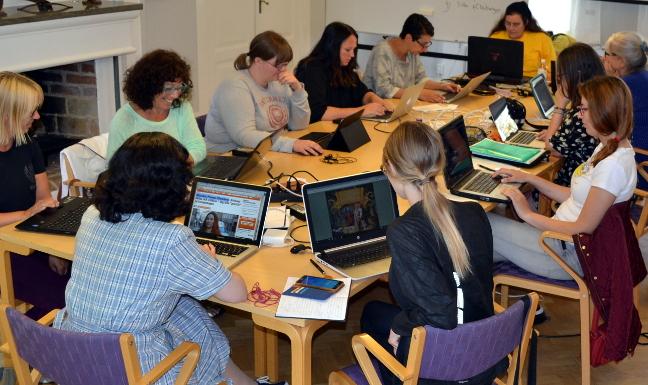 Sofie Jansson ledare för årets Wikipedialäger som hålls på folkhögskolan i Molkom den 24–30 juli. Bilden är från förra årets läger. Foto: Hannibal, CC BY-SA 4.0, via Wikimedia Commons.