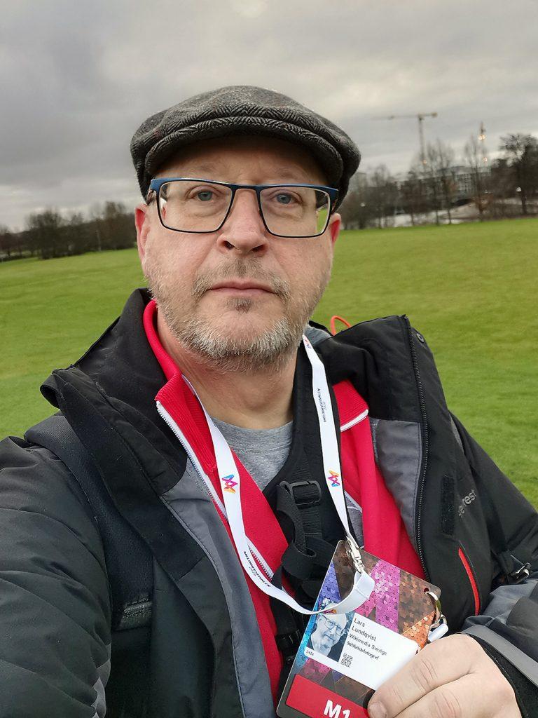 Lars Lundqvist, med nyss uthämtad badge.